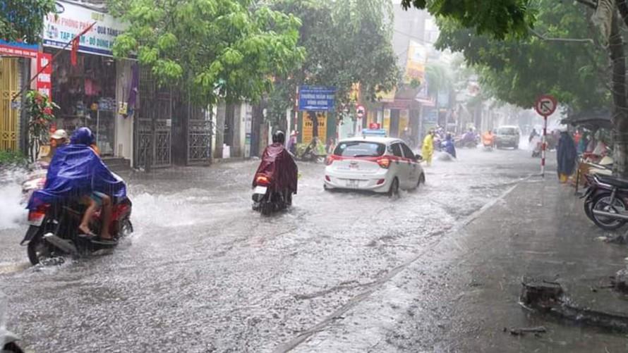 Hà Nội mưa lớn trong 3 ngày tới với nguy cơ dông, sét và ngập lụt. (Ảnh: Zing)