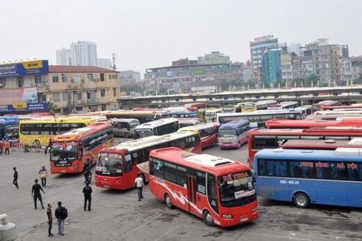 Xe buýt, taxi, xe hợp đồng, xe du lịch và xe tuyến cố định đến 37 tỉnh, thành và ngược lại dừng hoạt động. (Ảnh: Vietnamnet)