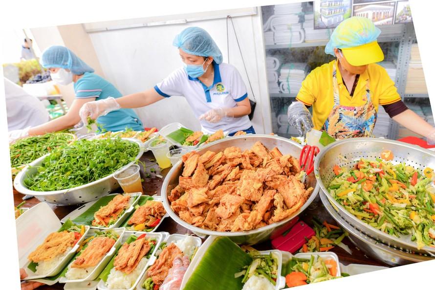 Bữa cơm yêu thương - chia sẻ để gần nhau hơn