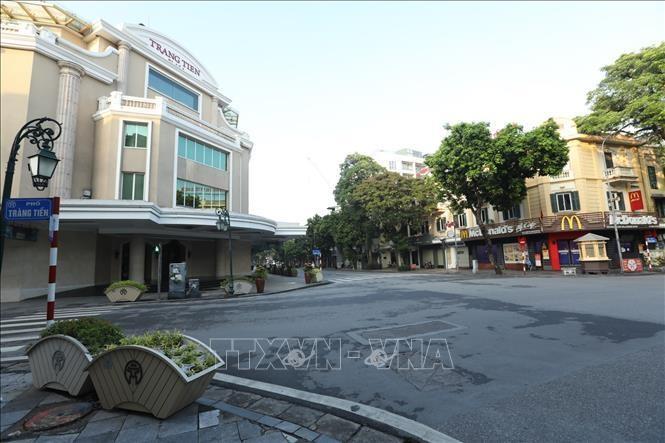 Đường phố vắng vẻ trong ngày đầu thực hiện Chỉ thị 17 của UBND thành phố Hà Nội. Ảnh: Minh Quyết/TTXVN