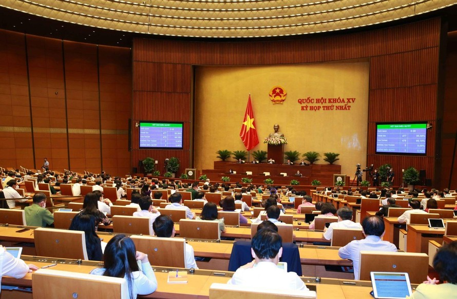 Chiều 27/7, Quốc hội thông qua Nghị quyết về Kế hoạch phát triển kinh tế - xã hội 5 năm 2021-2025. Ảnh: Phương Hoa/TTXVN