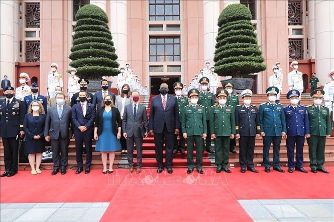 Đại tướng Phan Văn Giang, Bộ trưởng Bộ Quốc phòng và Bộ trưởng Quốc phòng Hợp chúng quốc Hoa Kỳ Lloyd Austin tại lễ đón. (Ảnh: TTXVN)