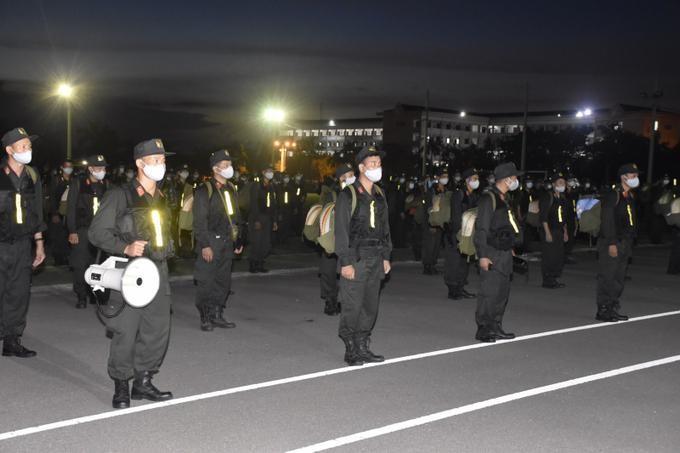 250 cảnh sát cơ động tăng cường cho tỉnh Binh Dương, tối 21/8. Ảnh: Bộ Công an