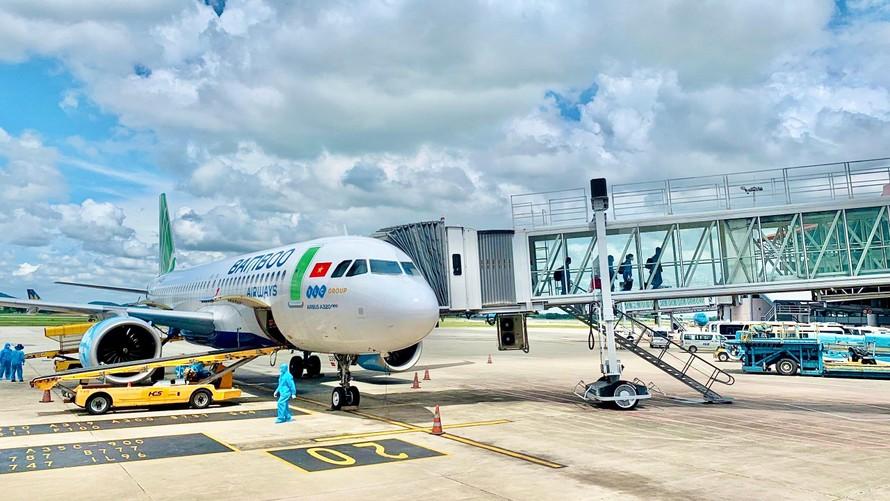 Bamboo Airways đưa đoàn y bác sĩ tiếp viện miền Nam chống dịch và công dân Bắc Giang hồi hương