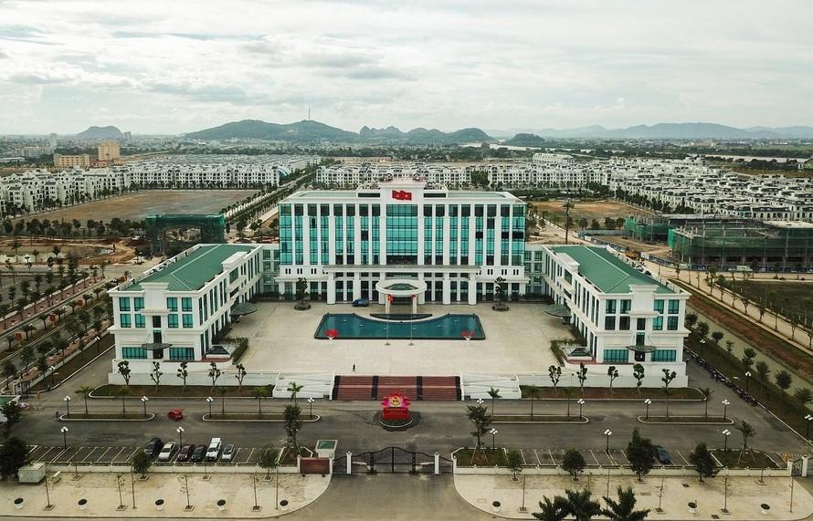 Trụ sở Trung tâm hành chính mới của tỉnh Thanh Hoá nằm kế cận khu đô thị Vinhomes Star City – biểu tượng phát triển mới của Thanh Hoá.