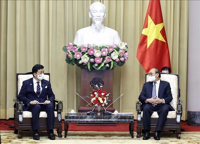 Chủ tịch nước Nguyễn Xuân Phúc tiếp Bộ trưởng Quốc phòng Nhật Bản Kishi Nobuo đang thăm và làm việc tại Việt Nam, sáng 12/9. Ảnh: Thống Nhất/TTXVN
