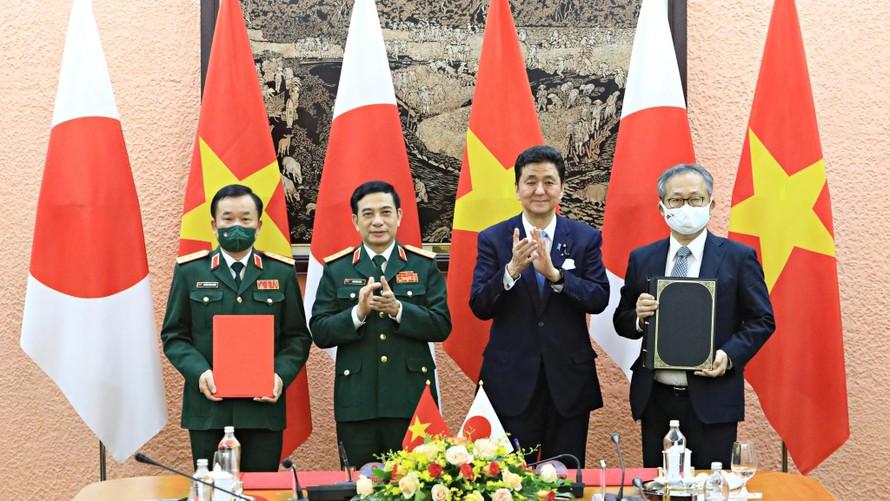 Lễ ký thỏa thuận chuyển giao thiết bị và công nghệ quốc phòng giữa hai Bộ Quốc phòng Việt Nam - Nhật Bản. (Ảnh: Thanh Niên)