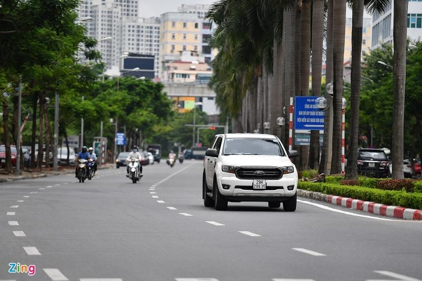 Sáng 16/9, sau giờ cao điểm, từ 9h, các tuyến đường thưa thớt xe, không có nhiều thay đổi trong ngày đầu Hà Nội nới lỏng giãn cách xã hội. (Ảnh: Zing)