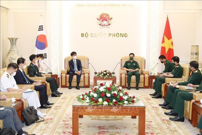 Bộ trưởng Quốc phòng Phan Văn Giang tiếp Thứ trưởng Quốc phòng Hàn Quốc Park Jae Min. Ảnh: Trọng Đức/TTXVN