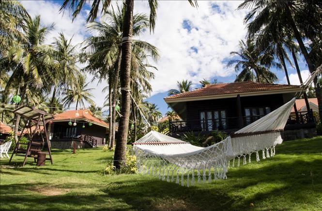 Khuôn viên Saigon Phu Quoc Resort & Spa (Phú Quốc) được chỉnh trang trước khi đón khách trở lại. Ảnh: TTXVN phát