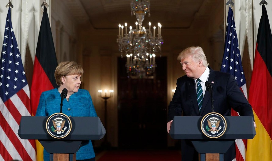 Thủ tướng Angela Merkel và Tổng thống Donald Trump trong một cuộc họp báo tại Nhà Trắng năm 2017. (Ảnh: Pablo Martinez Monsivais/AP)