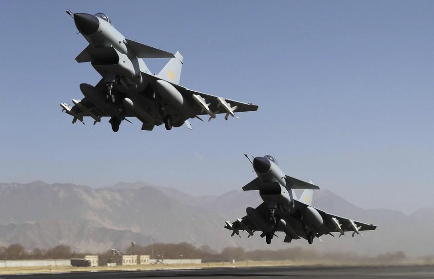 Máy bay chiến đấu J-10 của Không quân Trung Quốc. Ảnh: AP