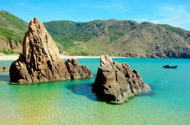 Với những nét đẹp hoang sơ, du lịch Quy Nhơn có sức hút đặc biệt với du khách trong và ngoài nước