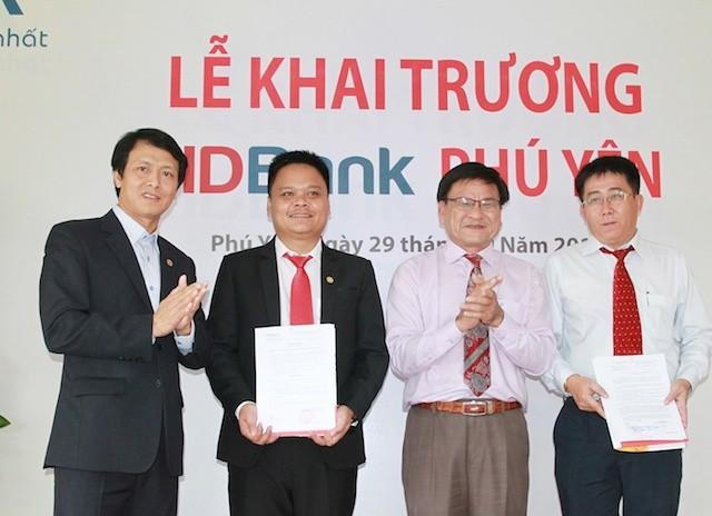 HDBank về xứ 'Hoa vàng trên cỏ xanh'