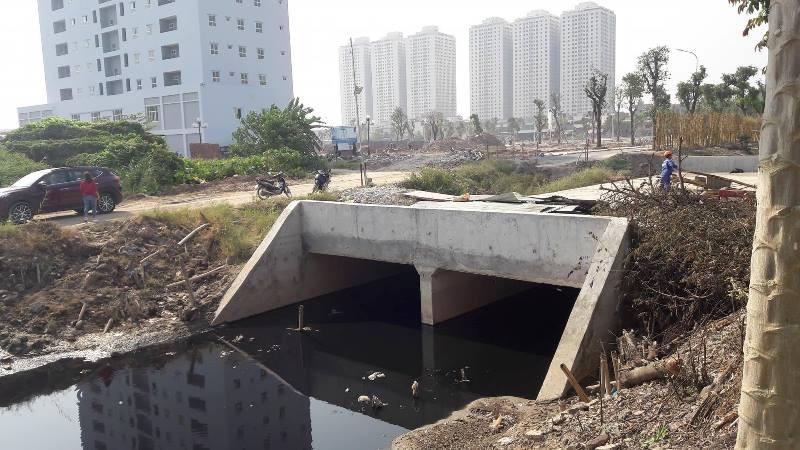Cống nước thải bao quanh dự án The Eden Rose Thanh Trì