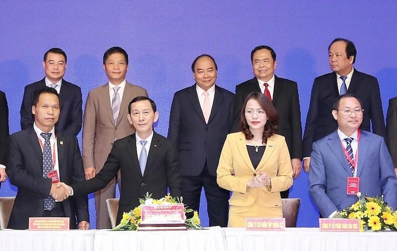 Bà Hương Trần Kiều Dung – TGĐ Tập đoàn FLC ký kết thỏa thuận hợp tác đầu tư