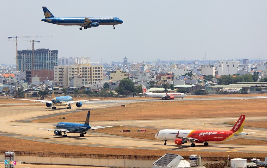 Ngừng khai thác nhiều chuyến bay do ảnh hưởng của bão số 4