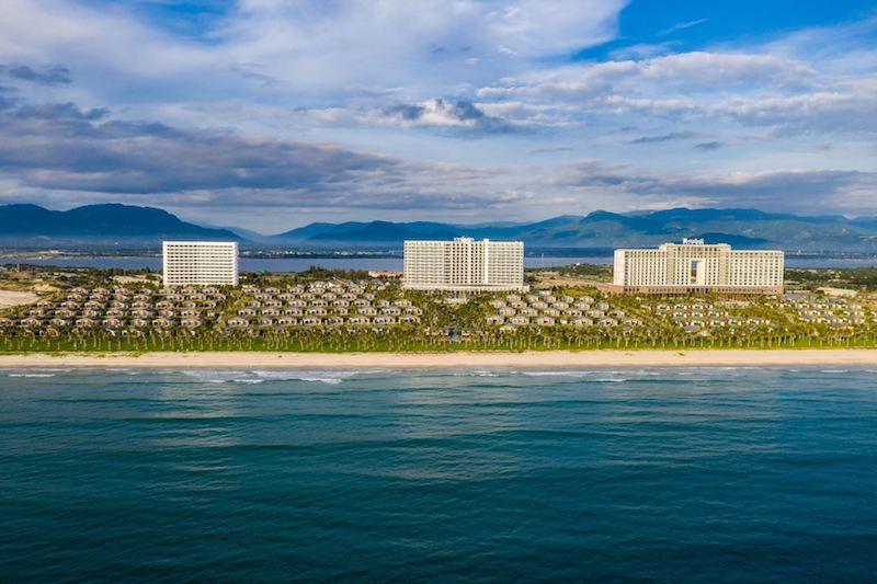Toàn cảnh 2 khu nghỉ dưỡng nhìn từ biển