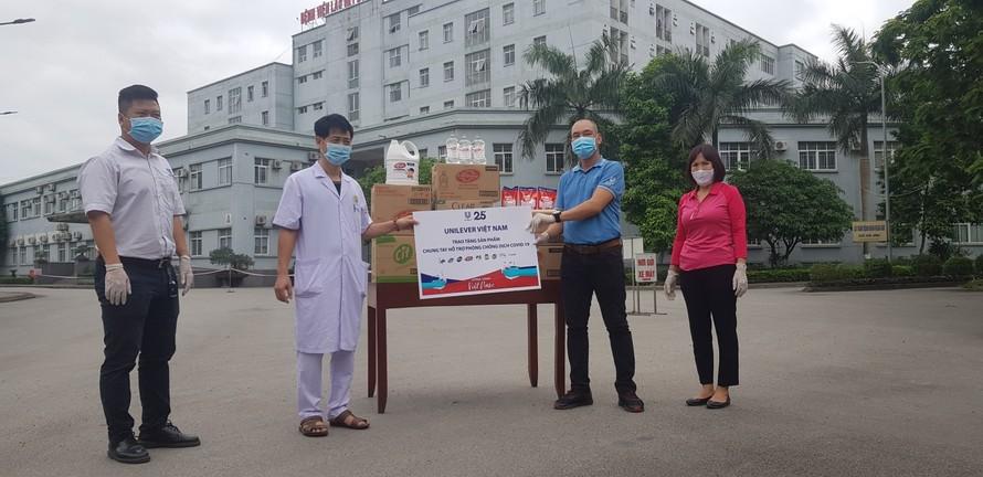 Bênh viện dã chiến tại Quảng Ninh tiếp nhận sản phẩm trao tặng của Unilever