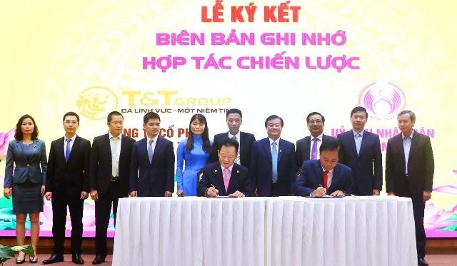 Dưới sự chứng kiến của ông Lê Minh Hoan, Ủy viên BCH Trung ương Đảng, Bí thư Tỉnh ủy Đồng Tháp, ông Đỗ Quang Hiển, Chủ tịch HĐQT kiêm Tổng Giám đốc Tập đoàn T&T Group và ông Nguyễn Văn Dương, Chủ tịch UBND tỉnh Đồng Tháp đã tiến hành ký kết thoả thuận hợp