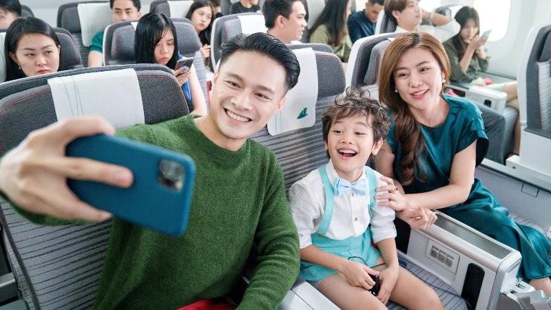Bố mẹ và các bé sẽ được trải nghiệm bay cùng Hãng hàng không 5 sao Bamboo Airways.