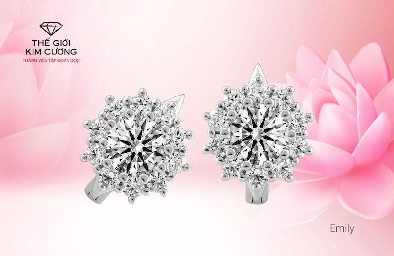 Mỗi sản phẩm trang sức của Thế Giới Kim Cương đều tôn lên nét đẹp sang trọng của người phụ nữ.