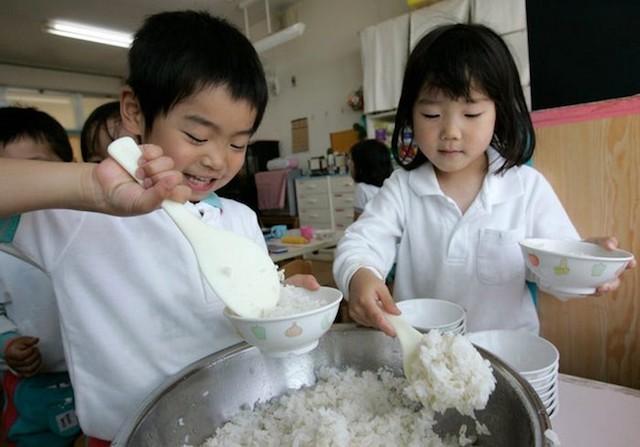 Từ 70 năm trước, Nhật Bản đã có Luật Dinh dưỡng học đường.