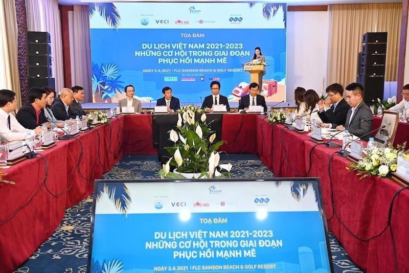 """Toàn cảnh Toạ đàm """"Cơ hội phục hồi của Du lịch Việt Nam năm 2021-2023"""" (ảnh bìa)"""