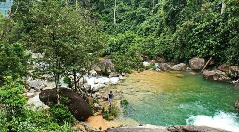 Lang Chánh được biết tới là vùng còn nhiều diện tích rừng tự nhiên cùng cảnh quan hoang sơ để làm du lịch sinh thái, ảnh Thác Ma Hảo.