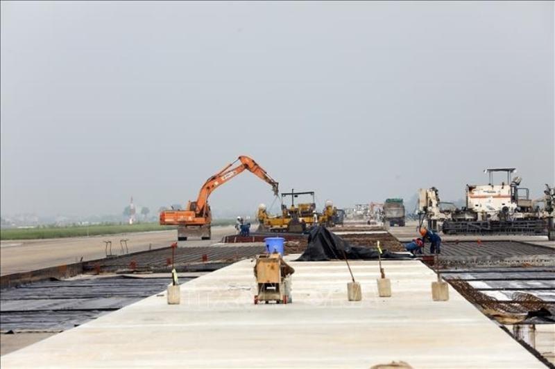 Dự án cải tạo, nâng cấp đường cất hạ cánh, đường lăn cảng hàng không quốc tế Nội Bài có tổng mức đầu tư 2.031,6 tỷ đồng.