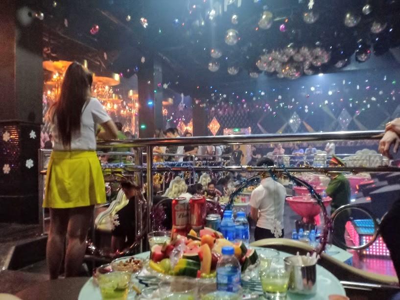 Quán bar, karaoke… đóng cửa, những PG, phục vụ rơi vào thất nghiệp vì không biết phải làm gì...