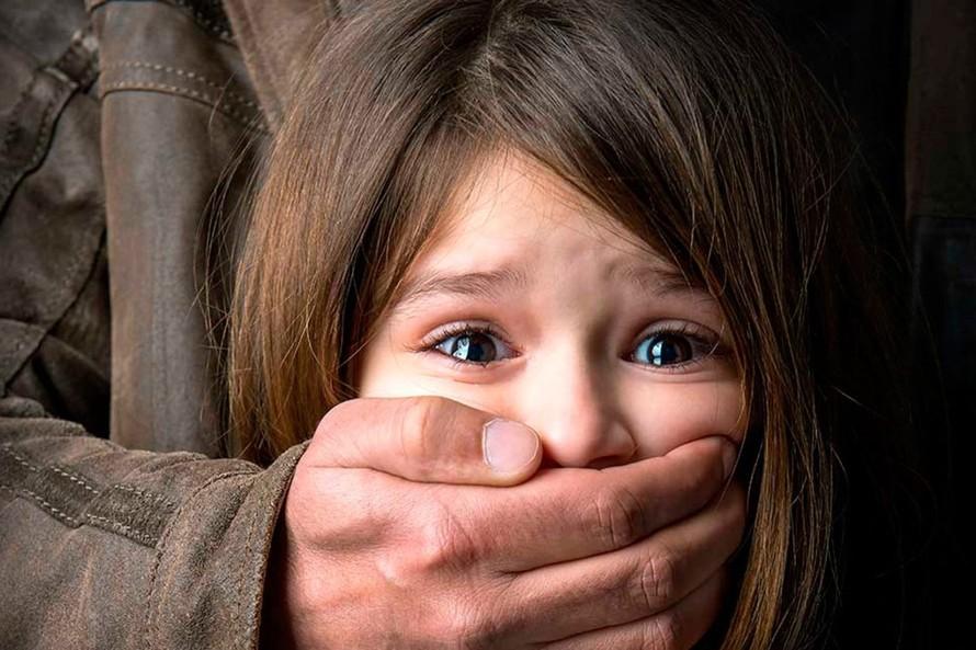 Phá vỡ im lặng trước tội ác