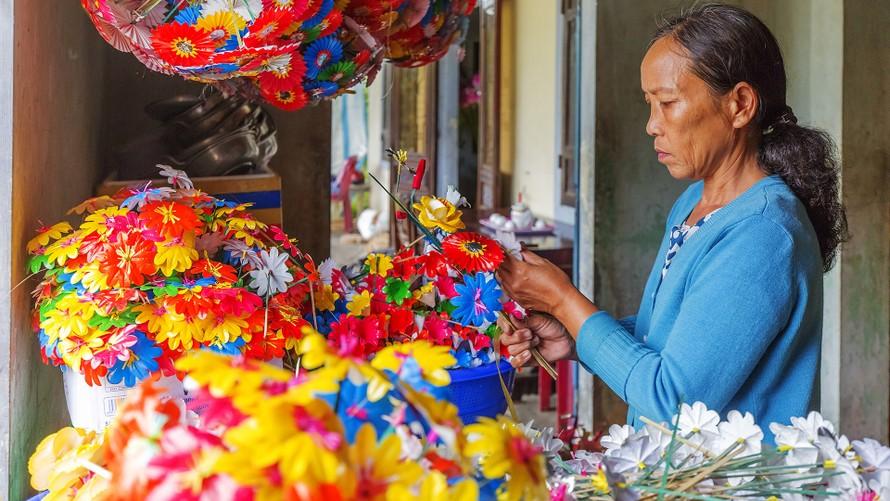 Làng nghề làm hoa giấy Thanh Tiên, Huế.