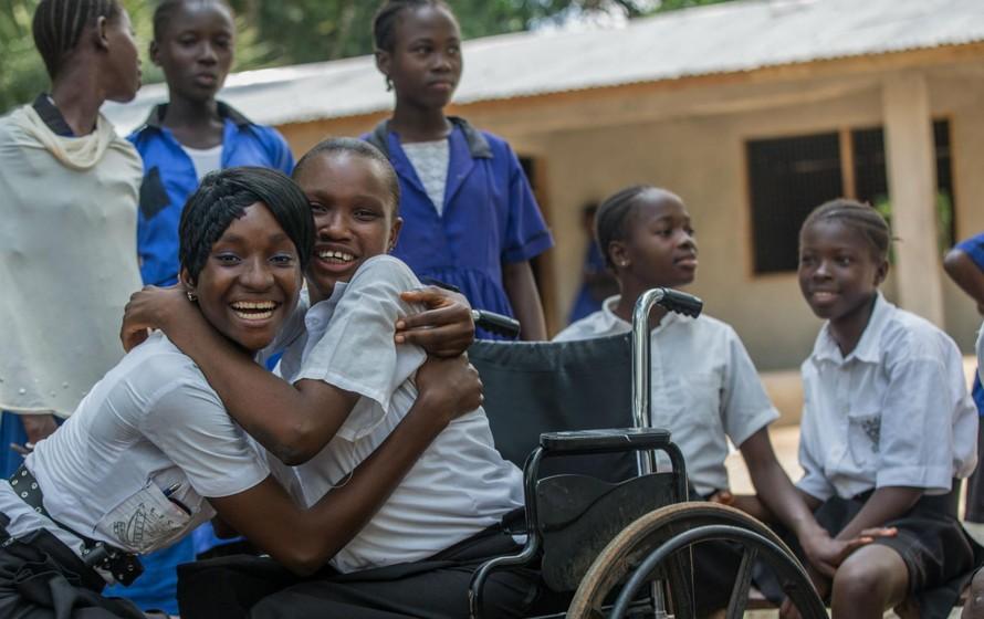 Người khuyết tật cũng có quyền học tập, vui chơi.