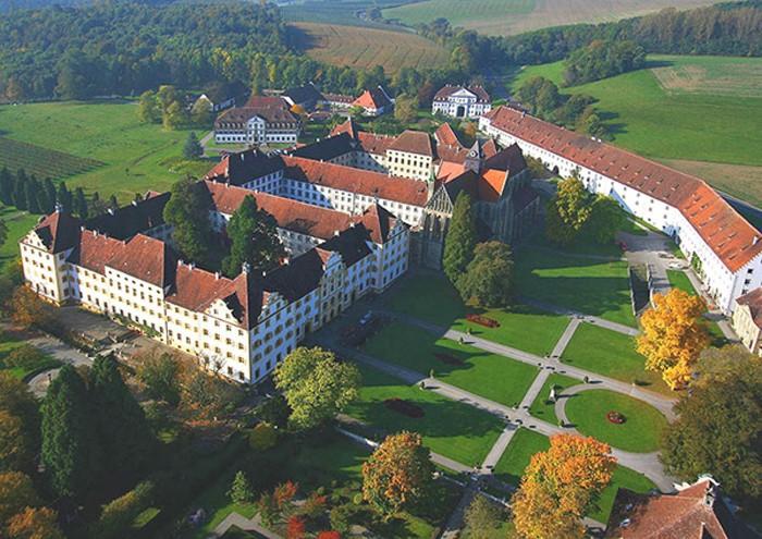 Trường học Lâu đài Salem tại Đức do Kurt Hahn thành lập.