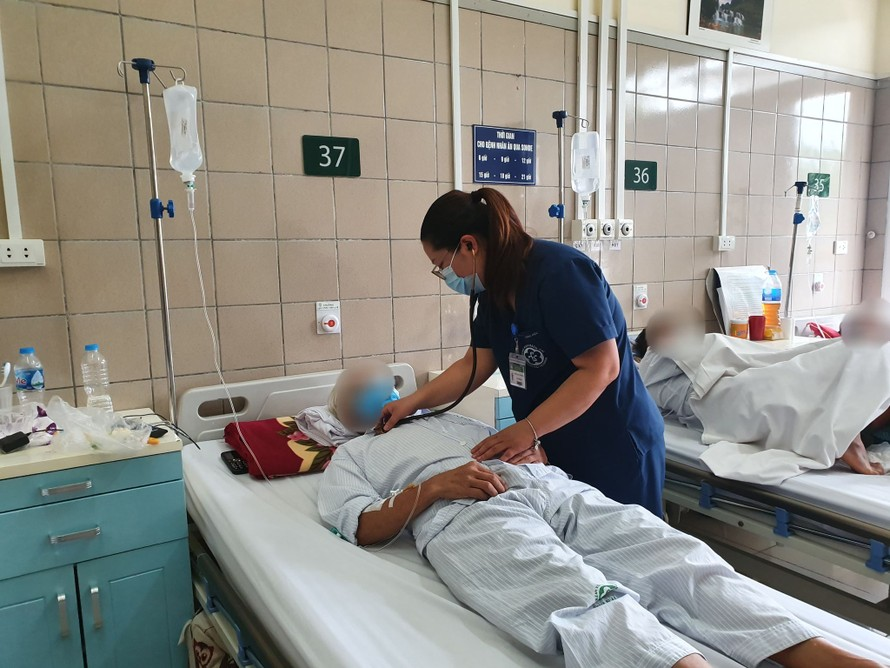 Bệnh nhân ngộ độc thuốc diệt chuột được điều trị tại Trung tâm chống độc, BV Bạch Mai.
