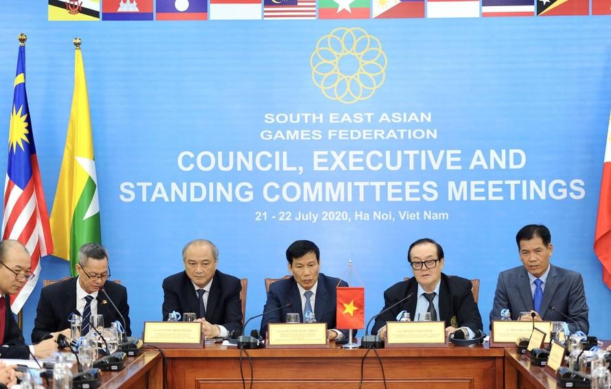 Đến thời điểm này, SEA Games 31 năm 2021 tại Việt Nam vẫn đang ngổn ngang, không khác gì quá trình chuẩn bị của nhiều nước chủ nhà ở các kỳ Đại hội trước.
