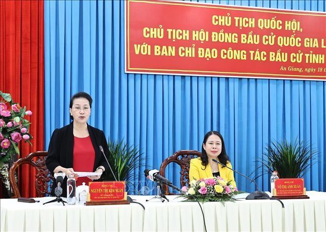 Chủ tịch Quốc hội Nguyễn Thị Kim Ngân phát biểu tại buổi làm việc. Ảnh: Trọng Đức/TTXVN