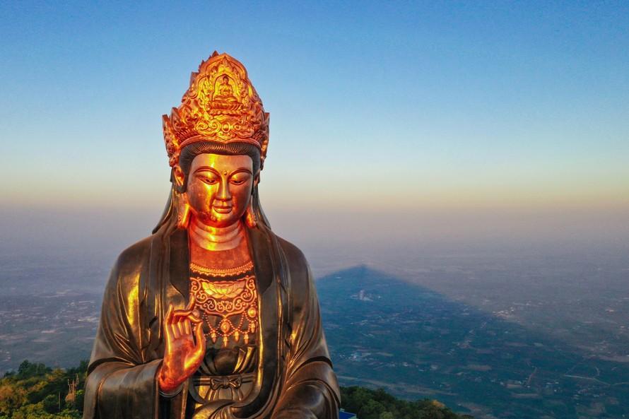 Những 'mật mã' trong bức tượng Phật Bà bằng đồng cao nhất châu Á trên đỉnh Bà Đen
