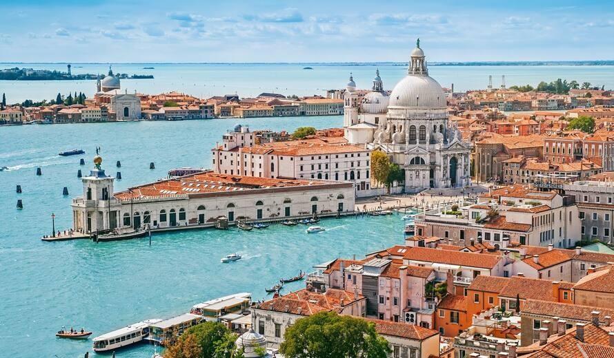 Tàu du lịch lớn bị cấm vào khu đầm phá Venice