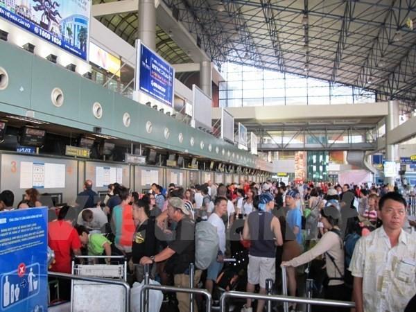 Hành khách chờ làm thủ tục lên chuyến bay. (Ảnh: Việt Hùng/Vietnam+)