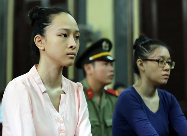 Phương Nga bình thản trước tòa