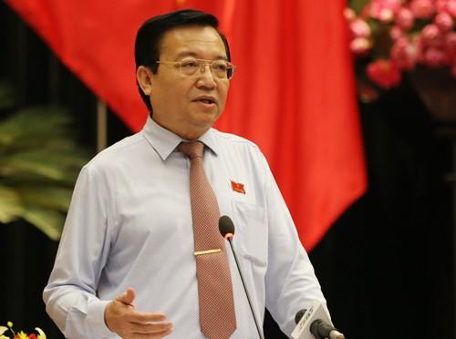 Ông Lê Hồng Sơn trả lời chất vấn tại kỳ họp HĐND TP HCM lần thứ 6