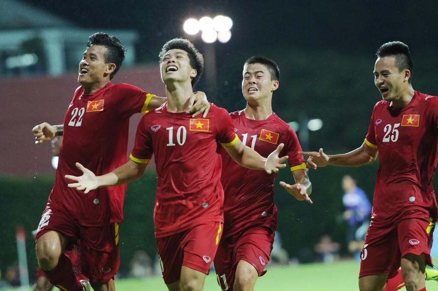 Công Vinh - Thủy Tiên và hàng loạt sao 'bùng nổ' cảm xúc sau chiến thắng của U23 Việt Nam
