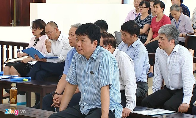 Đinh La Thăng và các bị cáo tại phiên tòa ngày 20/6. Ảnh: P.D.