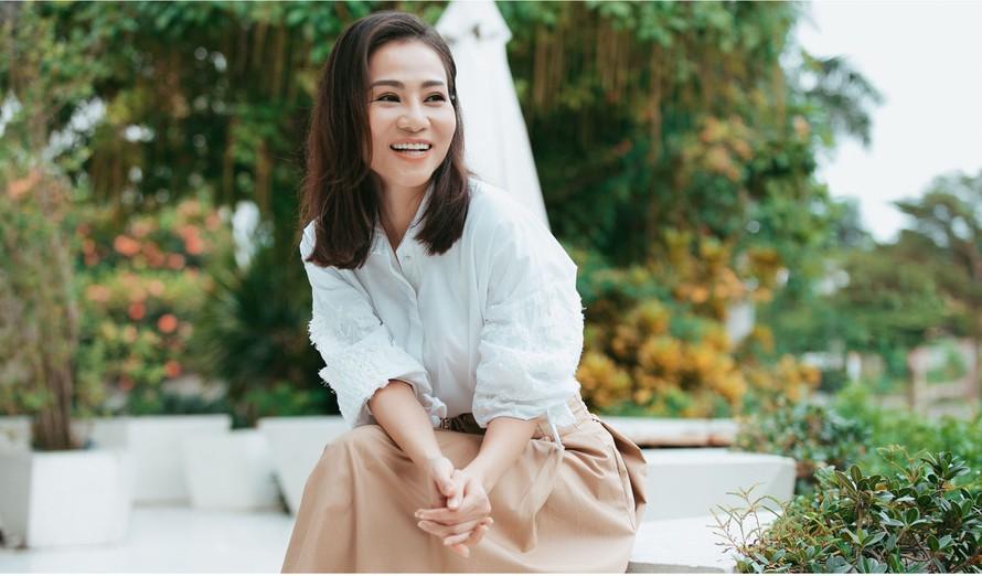 Ca sĩ Thu Minh bật khóc vì bị lợi dụng hình ảnh quảng cáo trà lợi sữa