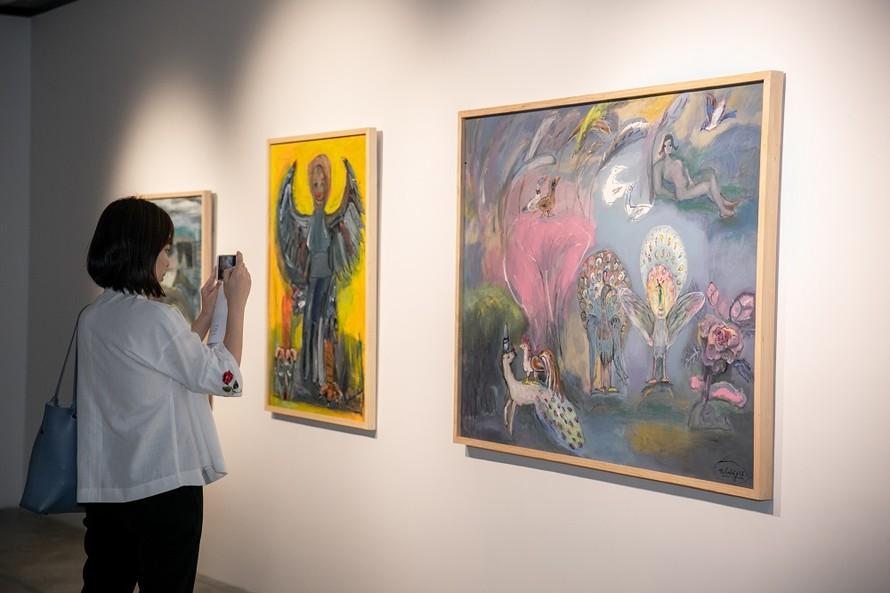 Các tác phẩm của họa sĩ Nguyễn Nghĩa Cương - tác giả trong sách Viet Art Now – Một số gương mặt điển hình được VCCA giới thiệu tại triển lãm Tỏa 2