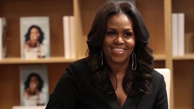 Hồi ký của bà Michelle Obama trở thành sách bán chạy nhất năm 2018