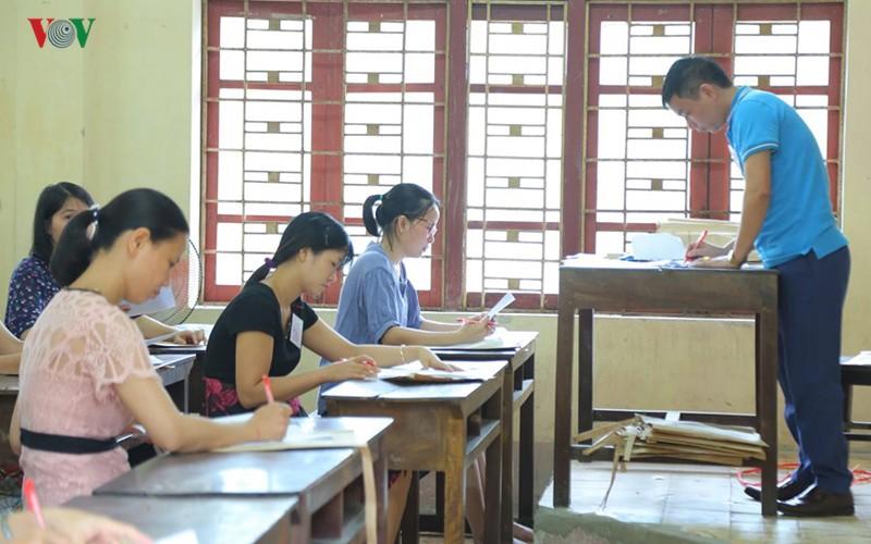 Ban chấm thi tự luận của Hội đồng chấm thi tỉnh Thanh Hóa. (Ảnh: Minh Hường VOV1)