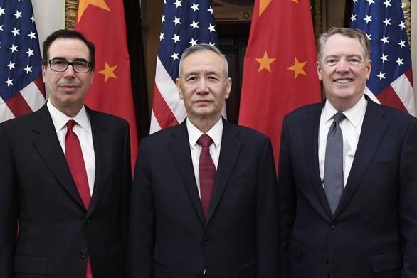 Phó thủ tướng Trung Quốc Lưu Hạc (giữa) trong một cuộc gặp với các quan chức cấp cao Mỹ tại Trung Quốc. Ảnh: AFP.